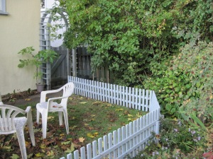 Movable fence (and vintage plastic chairs)
